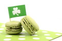 Biscotti del macaron di verde di giorno della st Patricks Immagini Stock Libere da Diritti