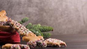 Biscotti del pan di zenzero di Natale stock footage