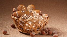 Biscotti del pan di zenzero nel canestro Immagine Stock Libera da Diritti
