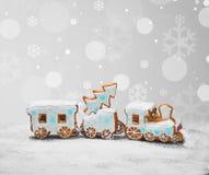 Biscotti del pan di zenzero sotto forma di treno Immagini Stock Libere da Diritti
