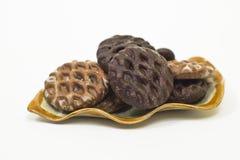 Biscotti del pan di zenzero su a forma di come un piatto della foglia Immagini Stock