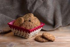 biscotti dell'avena del primo piano grandi con i semi del sesamo, del lino e di girasole Macro Immagini Stock