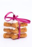 Biscotti della cannella con il nastro Immagine Stock