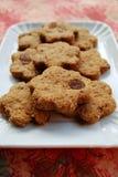 Biscotti della cannella con l'uva passa Fotografie Stock Libere da Diritti