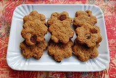 Biscotti della cannella con l'uva passa Immagini Stock