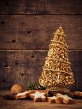 Biscotti della cannella con la decorazione di Natale Fotografia Stock Libera da Diritti