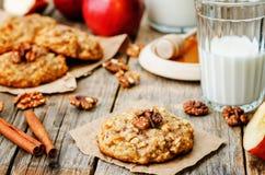Biscotti della cannella dell'avena delle mele Immagine Stock