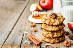 Biscotti della cannella dell'avena delle mele Immagini Stock Libere da Diritti
