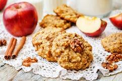 Biscotti della cannella dell'avena delle mele Fotografia Stock