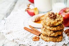 Biscotti della cannella dell'avena delle mele Fotografie Stock