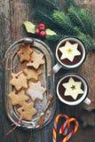 Biscotti della cannella di Natale e caramella di succhiamento Fotografia Stock Libera da Diritti