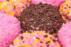Biscotti della caramella gommosa e molle con Sugar Sprinkles Immagini Stock Libere da Diritti
