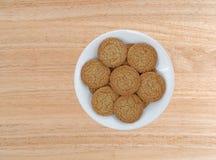 Biscotti della crosta della torta di mele su un piatto bianco Fotografie Stock