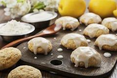 Biscotti della glassa del limone fotografia stock libera da diritti