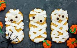 Biscotti della mummia con gli occhi divertenti Fotografia Stock Libera da Diritti