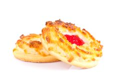 Biscotti della noce di cocco con Cherry Jam Immagine Stock