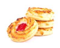 Biscotti della noce di cocco con Cherry Jam Immagine Stock Libera da Diritti