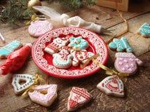 Biscotti dello zenzero con glassa Immagini Stock Libere da Diritti