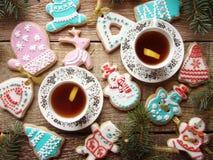 Biscotti dello zenzero con glassa Immagine Stock
