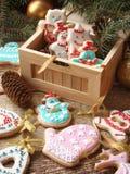 Biscotti dello zenzero con glassa Immagini Stock