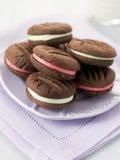 Biscotti di bacio di cioccolato Fotografie Stock Libere da Diritti
