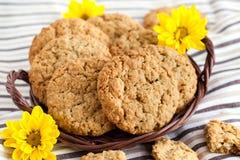 Biscotti di burro di arachidi casalinghi della farina d'avena immagini stock