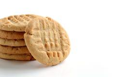 Biscotti di burro di arachidi su fondo bianco Fotografia Stock