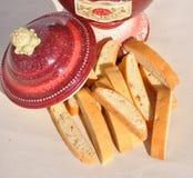 Biscotti di Biscotti con il barattolo di biscotto decorativo immagine stock libera da diritti
