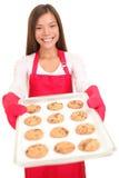 Biscotti di cottura della donna isolati Immagini Stock Libere da Diritti