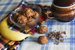 Biscotti di farina d'avena con di pepita di cioccolato e della banana Fotografia Stock Libera da Diritti