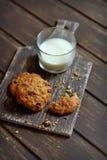 Biscotti di farina d'avena con l'uva passa Fotografia Stock