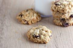 Biscotti di farina d'avena della cioccolata bianca del mirtillo rosso Fotografia Stock Libera da Diritti