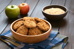 Biscotti di farina d'avena di Apple fotografie stock libere da diritti