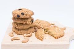 Biscotti di farina d'avena su fondo bianco Fotografie Stock
