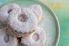Biscotti di Linzer sul piatto Immagine Stock Libera da Diritti