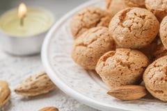 Biscotti di mandorla italiani tradizionali - amaretti Fotografia Stock