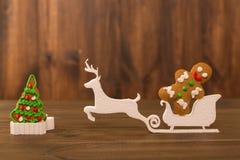 Biscotti di natale biscotti del chip sulla tavola di legno rustica Dolce di festa biscotto di festa Biscotti Biscotti di pepita d Immagini Stock Libere da Diritti