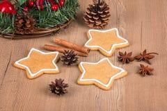 Biscotti di Natale con la decorazione Fotografia Stock