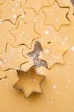 Biscotti di natale di cottura Fotografia Stock