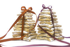 Biscotti di Natale legati dai nastri rossi Immagine Stock Libera da Diritti