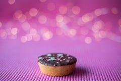 Biscotti di Natale su fondo rosa Fotografie Stock Libere da Diritti