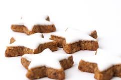 Biscotti di natale su una priorità bassa bianca Fotografia Stock