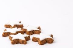 Biscotti di natale su una priorità bassa bianca Fotografie Stock