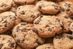 Biscotti di pepita di cioccolato saporiti fotografie stock libere da diritti