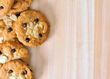 Biscotti di pepita di cioccolato con il dado della mandorla Fotografie Stock