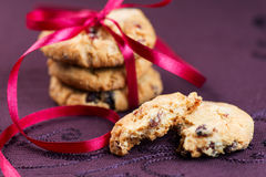 Biscotti di pepita di cioccolato impilati Fotografia Stock Libera da Diritti