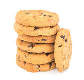 Biscotti di pepita di cioccolato isolati su priorità bassa bianca Immagini Stock