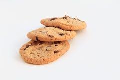 Biscotti di pepita di cioccolato squisiti sul backgrou bianco Immagini Stock Libere da Diritti