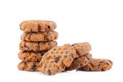 Biscotti di pepita di cioccolato su priorità bassa bianca Immagini Stock Libere da Diritti