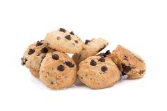 Biscotti di pepita di cioccolato su priorità bassa bianca Fotografie Stock Libere da Diritti